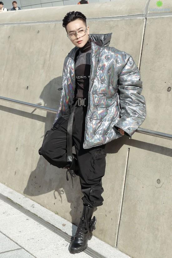 Sự xuất hiện của Ti Ti(cựu thành viên nhóm HKT) cũng khiến nhiều khán giả bất ngờ bởi cách thay đổi phong cách của anh.