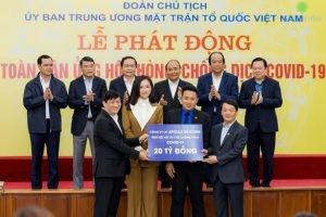 Hoa hậu Mai Phương Thuý đại diện doanh nghiệp quyên góp 20 tỉ đồng cho công tác phòng chống Covid-19 - Ảnh: Facebook Nhân vật
