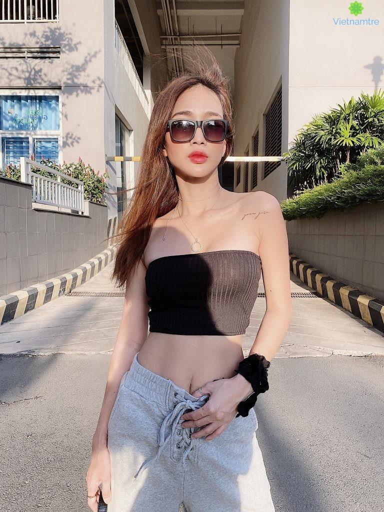 Thân hình quyến rũ của Yoona Trinh được phô diễn qua các trang phục của shop thời trang Yoona F&c