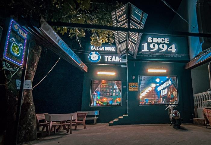 Phía trước cửa hàng tại thị xã Lagi