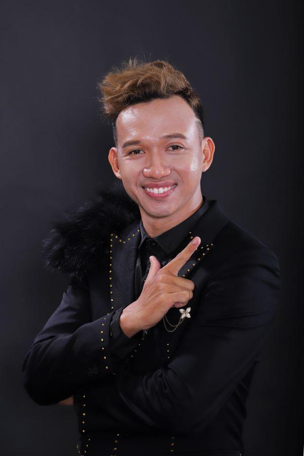 Chân dung MC Anh Kiệt