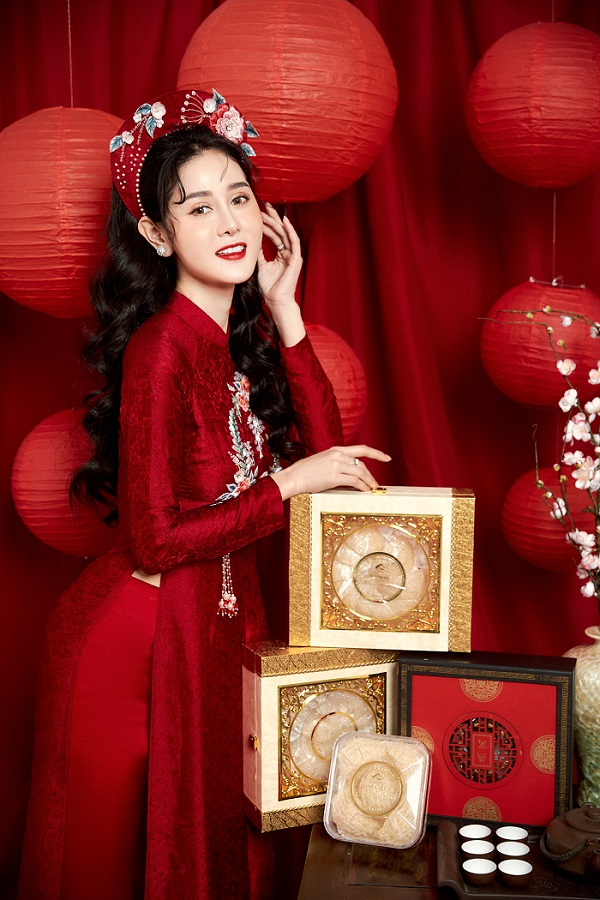 CEO Triệu Hà Vy xinh đẹp trong bộ ảnh cùng sản phẩm yến sào