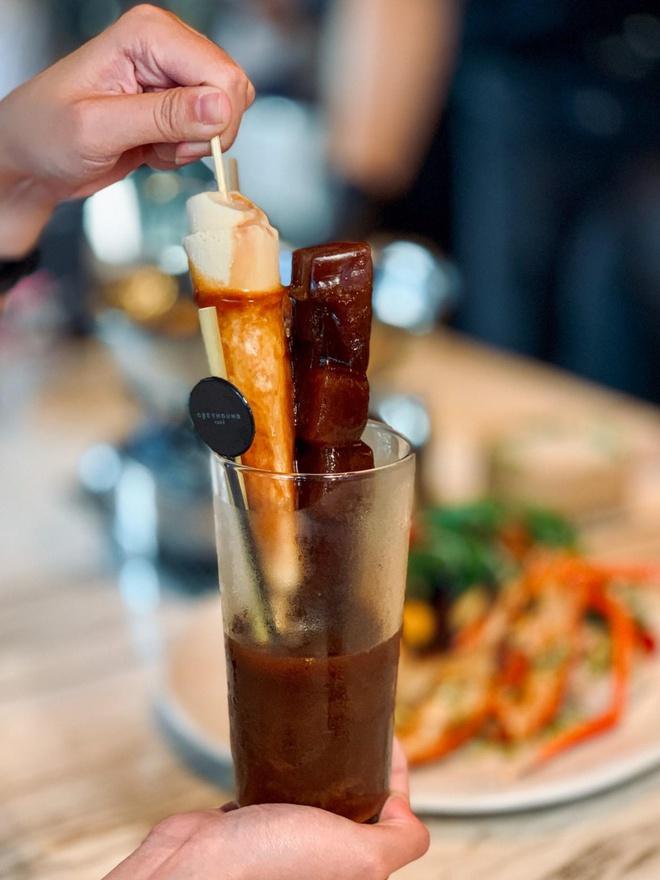 Greyhound Café mang đến nhiều thức uống hấp dẫn.