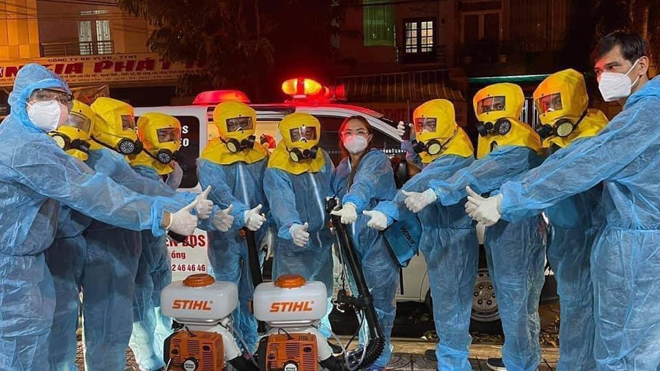Hội thiện nguyện BDS khi thực hiện phun khử khuẩn tại địa bàn có F0 - Nguồn ảnh: doanhnghieptiepthi.vn