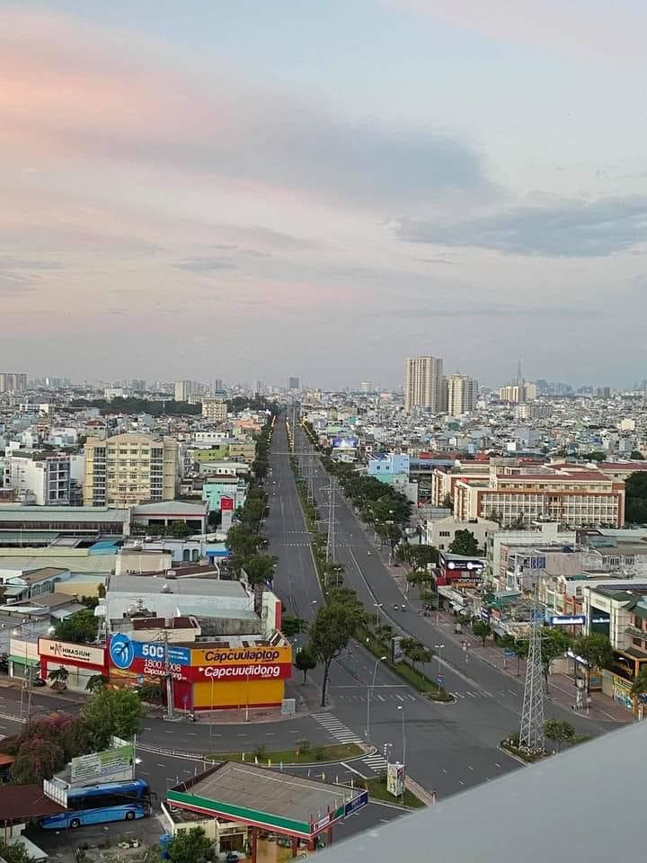 Khung cảnh giờ giới nghiêm tại TPHCM - Nguồn ảnh: Huyền Mai - Tôi là dân Bình Tân